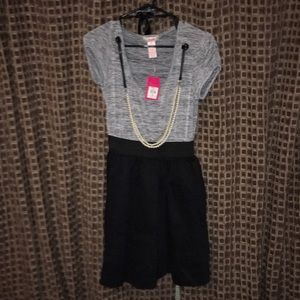 Very cute dress with accent necklace